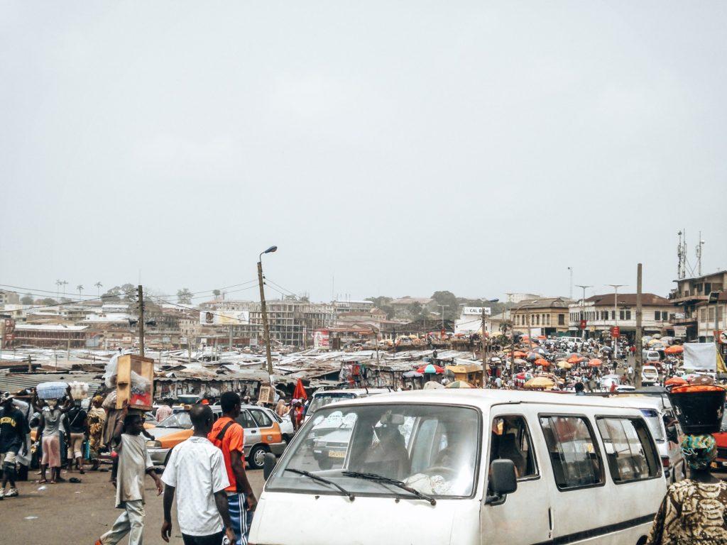 ghana-markt-tro-tro